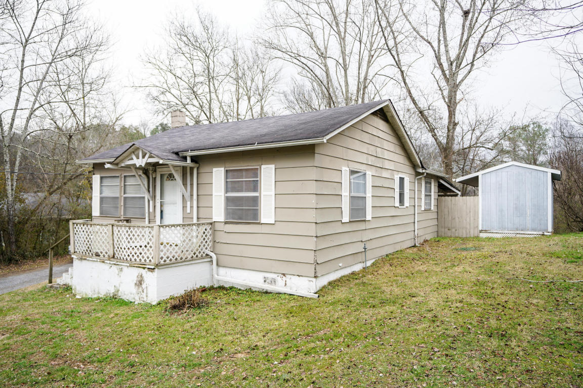 716 Schmitt Rd, Rossville, GA 30741
