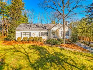 107 Glenview Ave, Lookout Mountain, TN 37350