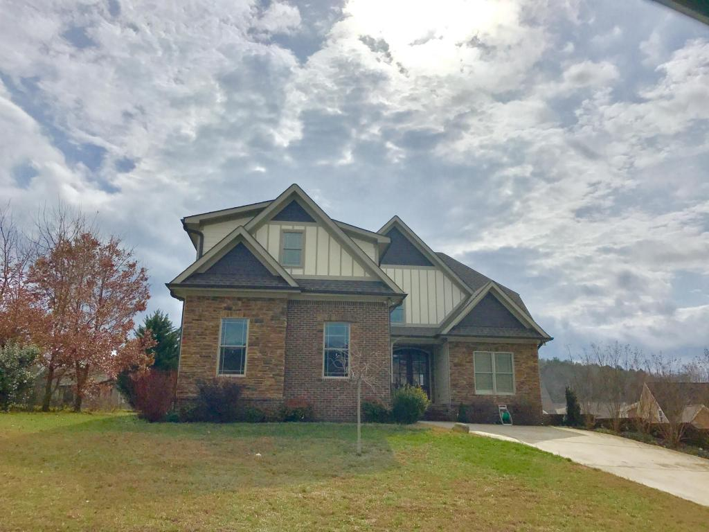 5882 Sunset Canyon Dr, Hixson, TN 37343
