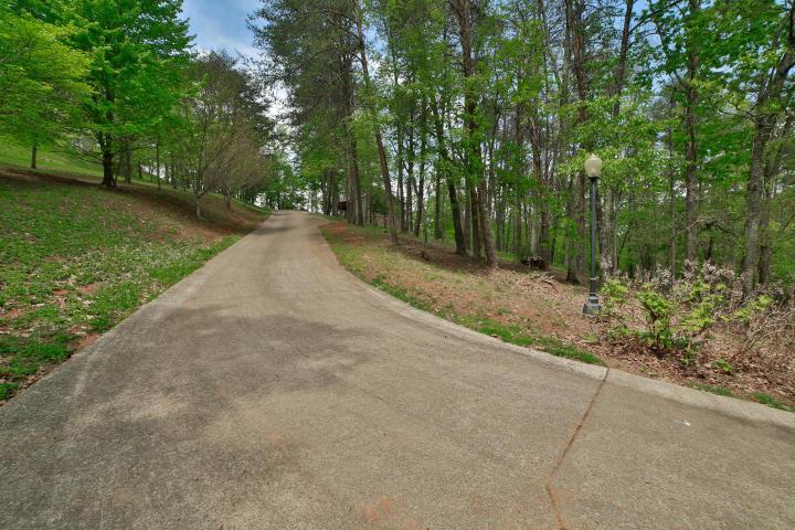 2265 Running Brook Ln, Ooltewah, TN 37363
