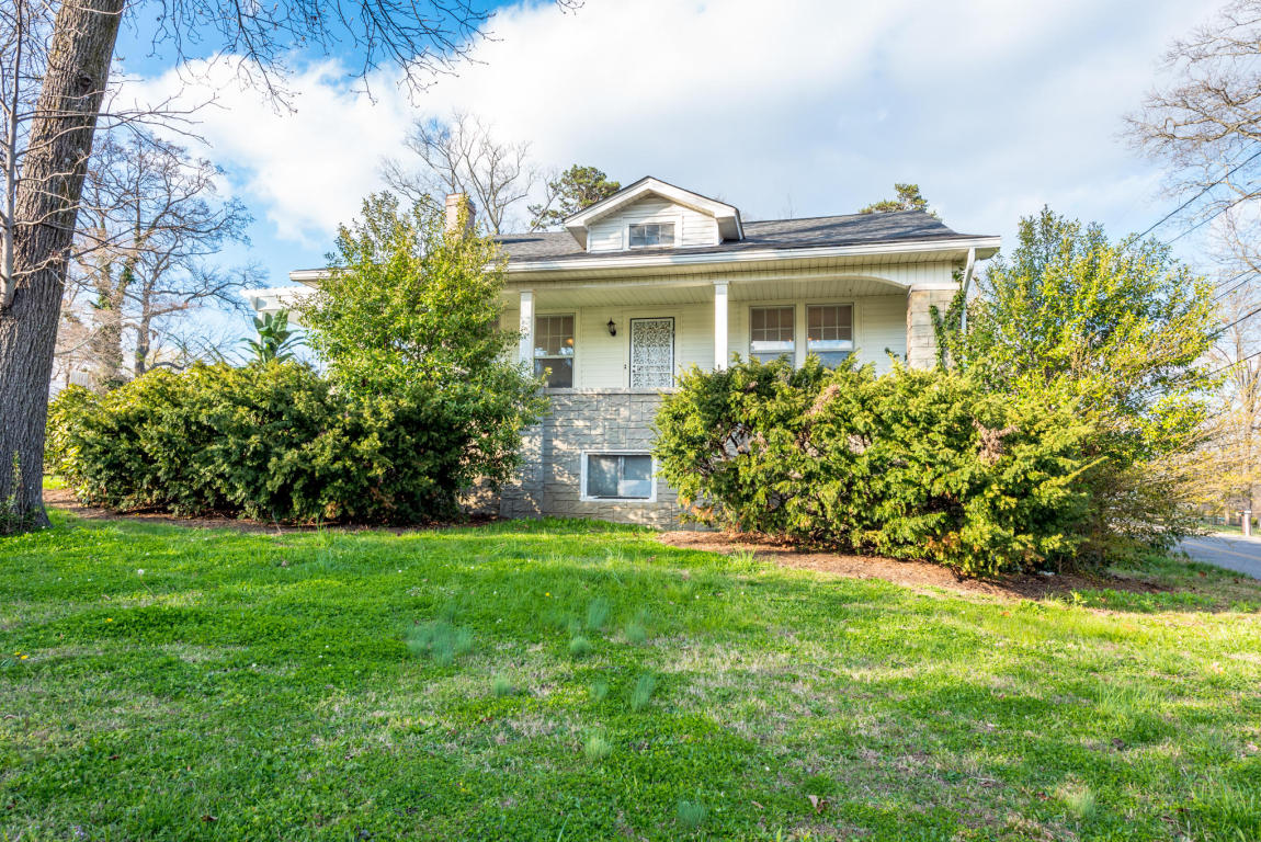 904 S Crest Rd, Chattanooga, TN 37404