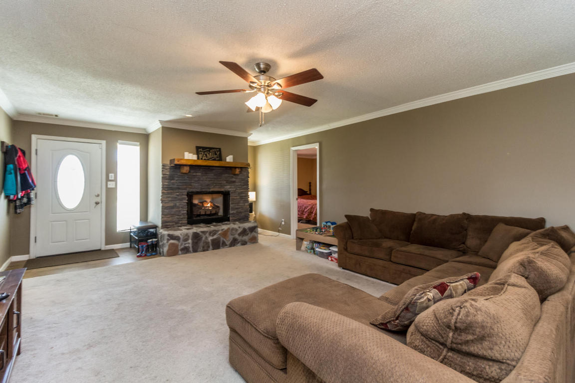 267 S Lake Ter, Rossville, GA 30741