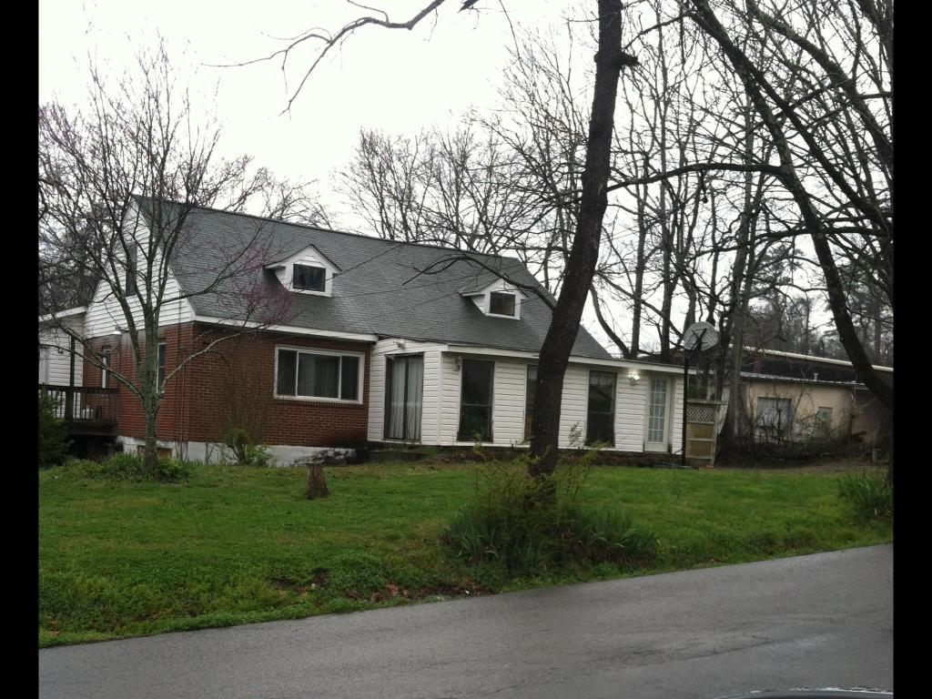 107 Oak St, Rossville, GA 30741