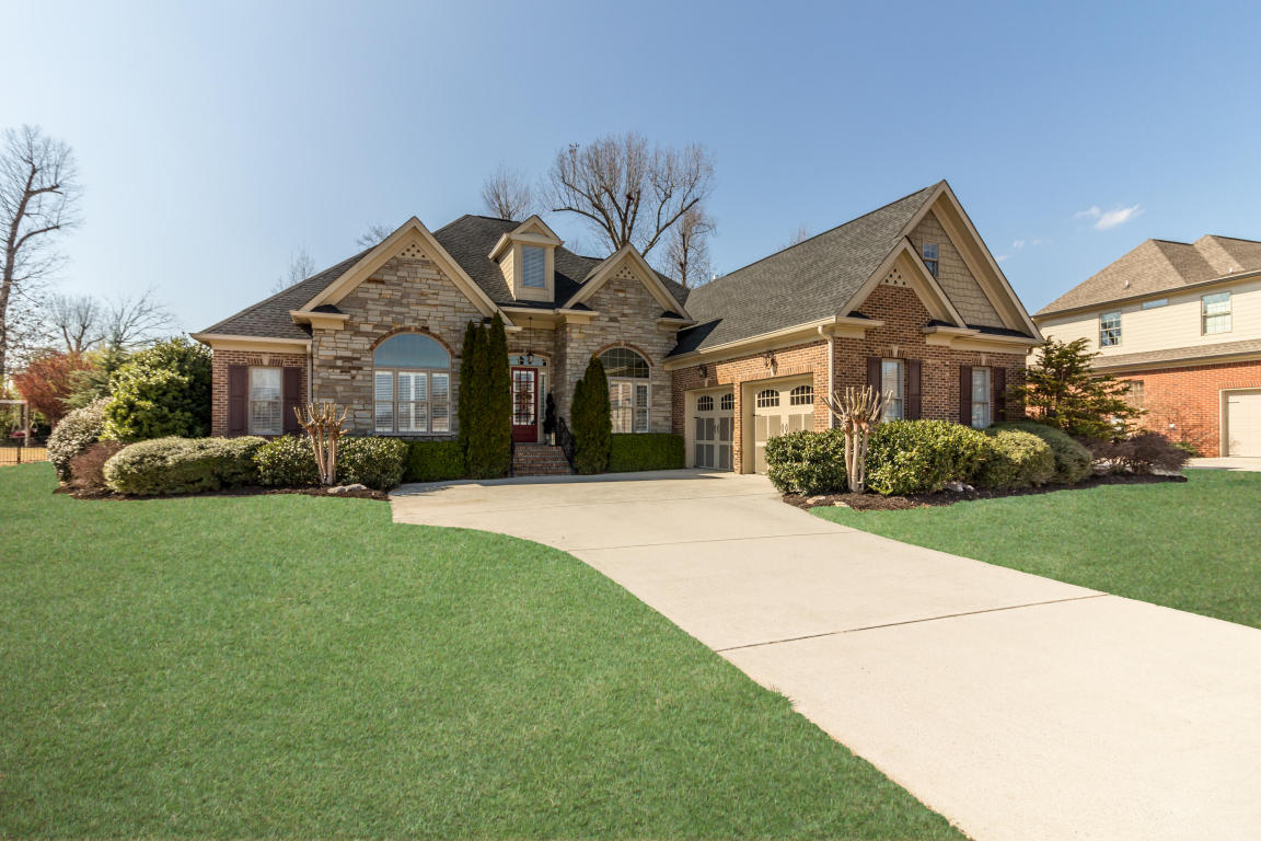 7921 Hampton Cove Dr, Ooltewah, TN 37363