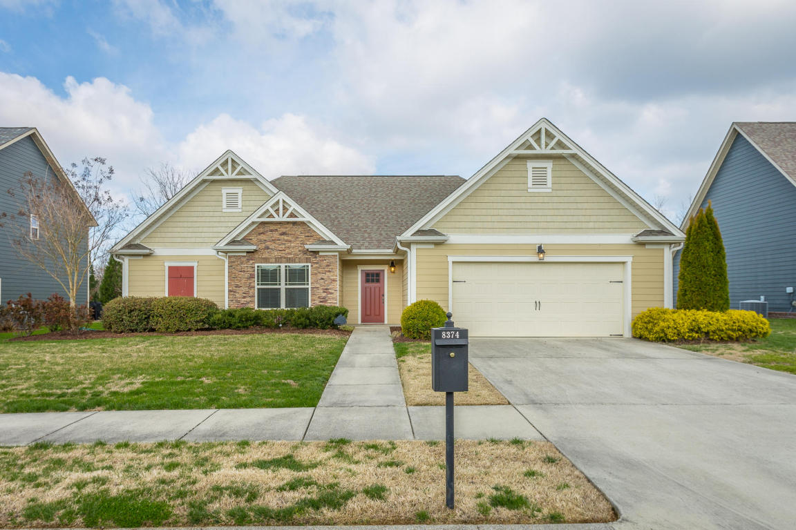 8374 Front Gate Cir, Ooltewah, TN 37363