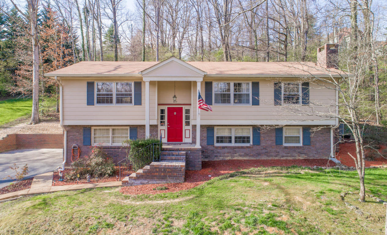 809 Ravine Rd, Signal Mountain, TN 37377