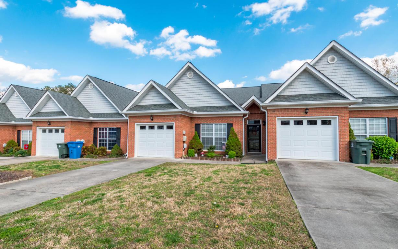 1004 Grey Oaks Ln, Chattanooga, TN 37421