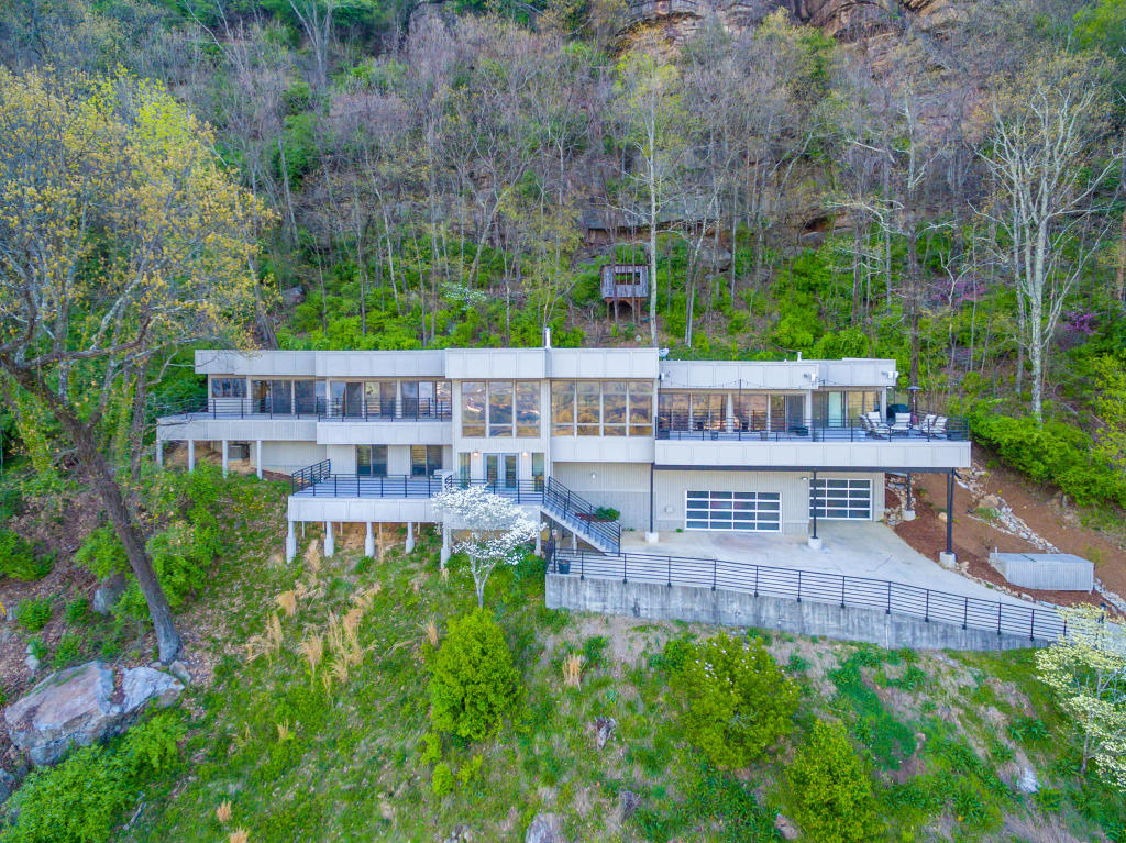 1209 Lower Brow Rd, Signal Mountain, TN 37377