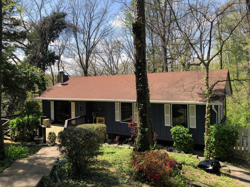 795 Cherokee Ln, Signal Mountain, TN 37377