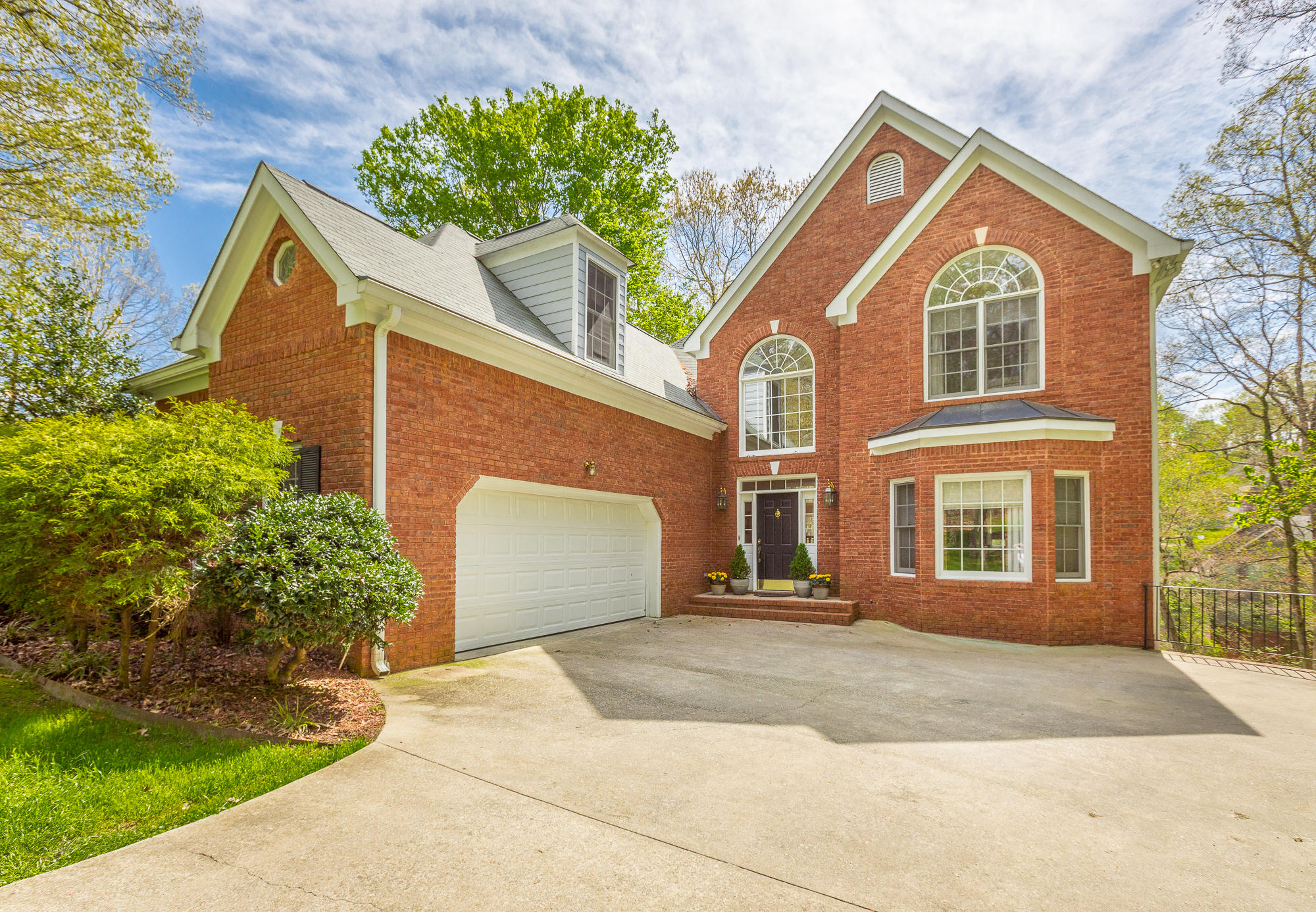 1814 Oak Cove Dr, Soddy Daisy, TN 37379