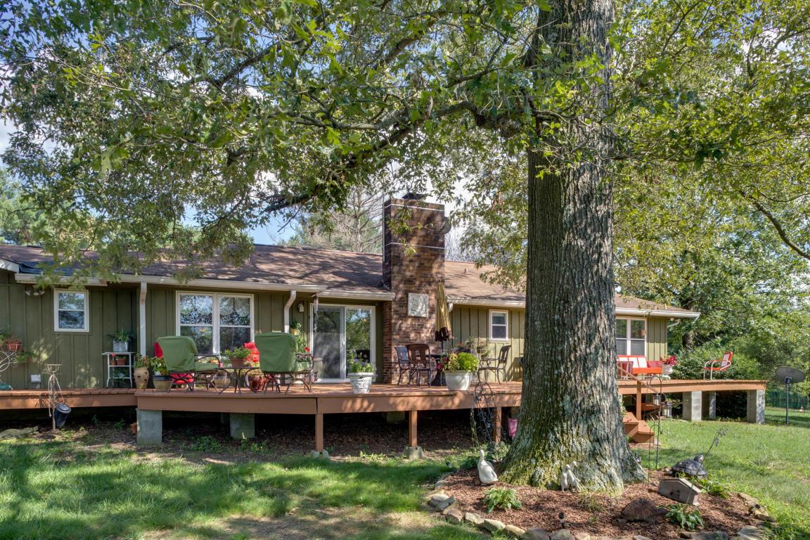 936 Cowboy Sams Rd, Trenton, GA 30752