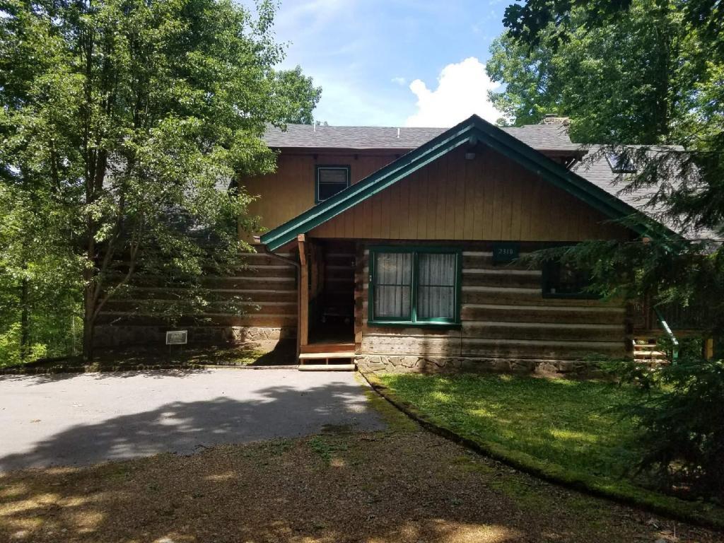 2318 Little Bend Rd, Signal Mountain, TN 37377