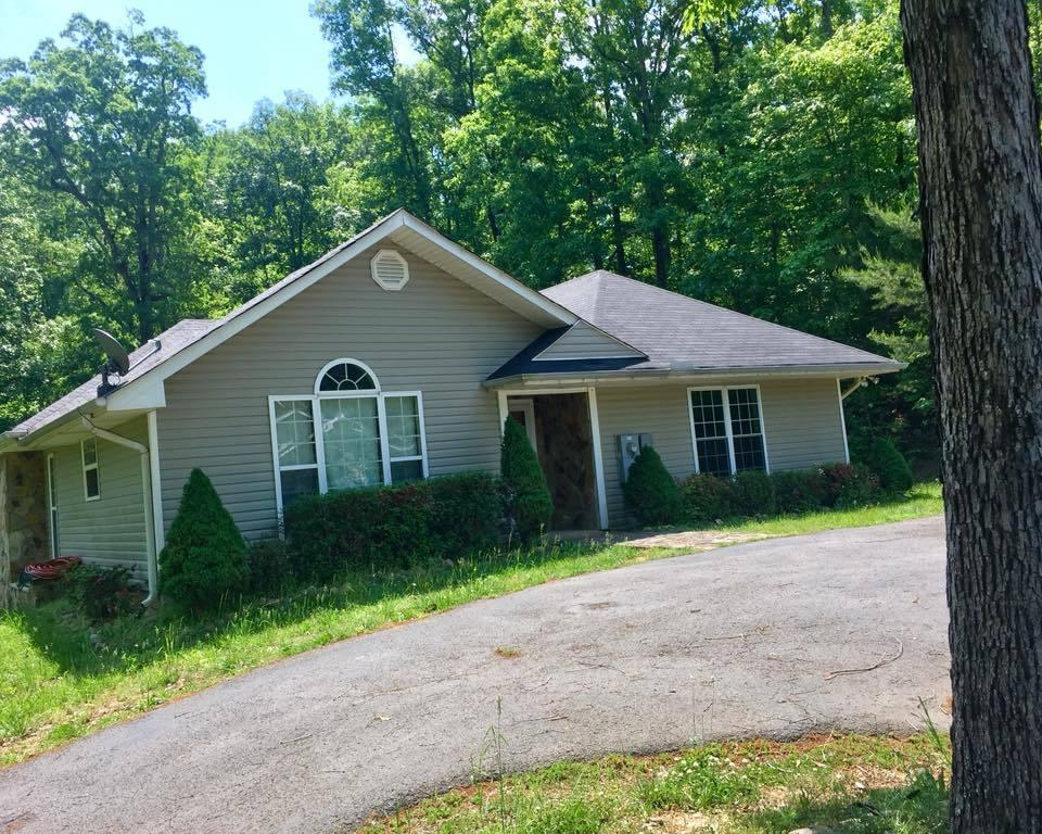 204 Leisure Ln, Trenton, GA 30752