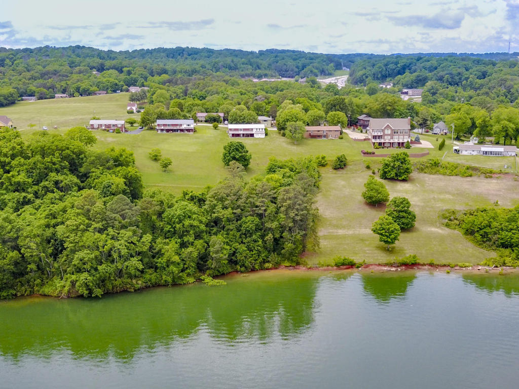 1026 Hillview Dr, Dandridge, TN 37725