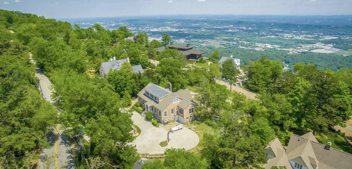 416 E Brow Rd, Lookout Mountain, TN 37350