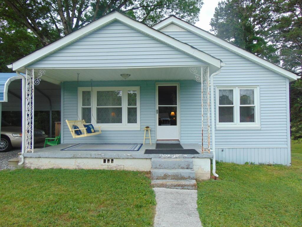 942 Hickory Ave, Hixson, TN 37343