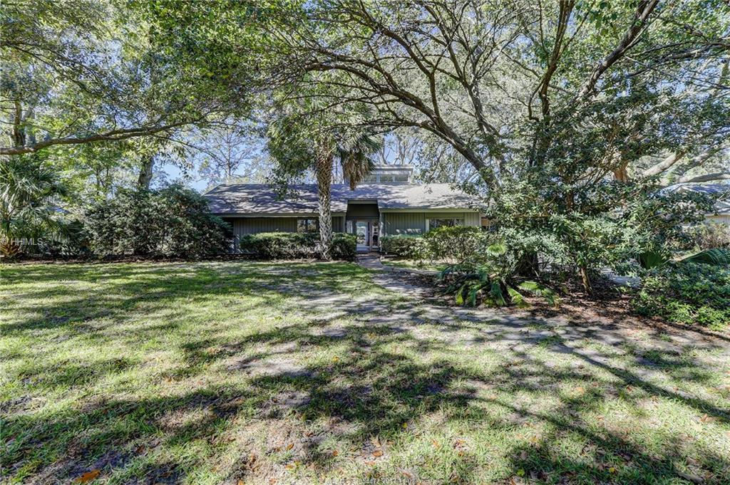 135 Coggins Point Road, Hilton Head Island, SC 29928