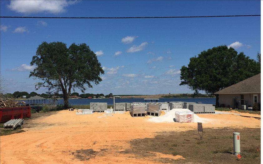 956 E Lake Dr, Lake Placid, FL 33852