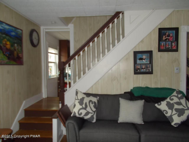 36 Fairview Ave, Mount Pocono, PA 18344