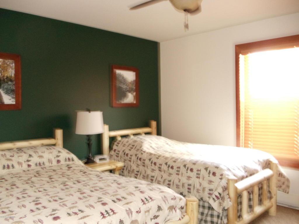 58 Pine Knoll Dr, Lake Harmony, PA 18624