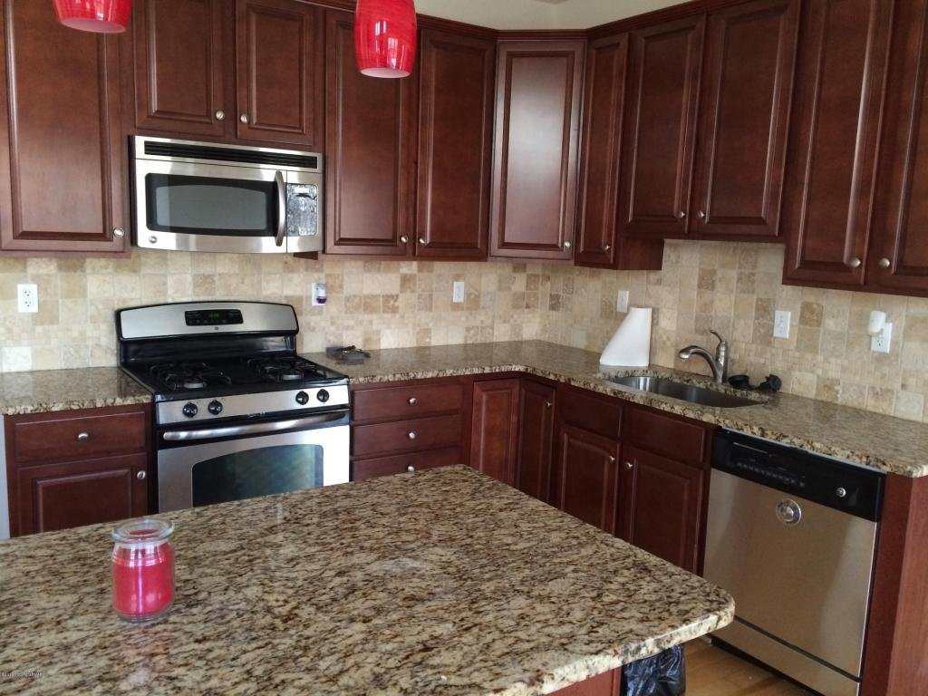 3121 Sparrow Ct, East Stroudsburg, PA 18302