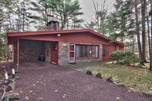 61 Greenwood Rd, Lake Harmony, PA 18624