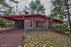 61 Greenwood Rd, Lake Harmony, PA 18624