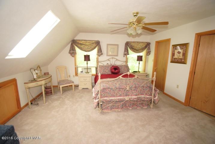 143 Choctaw Dr, Pocono Lake, PA 18347
