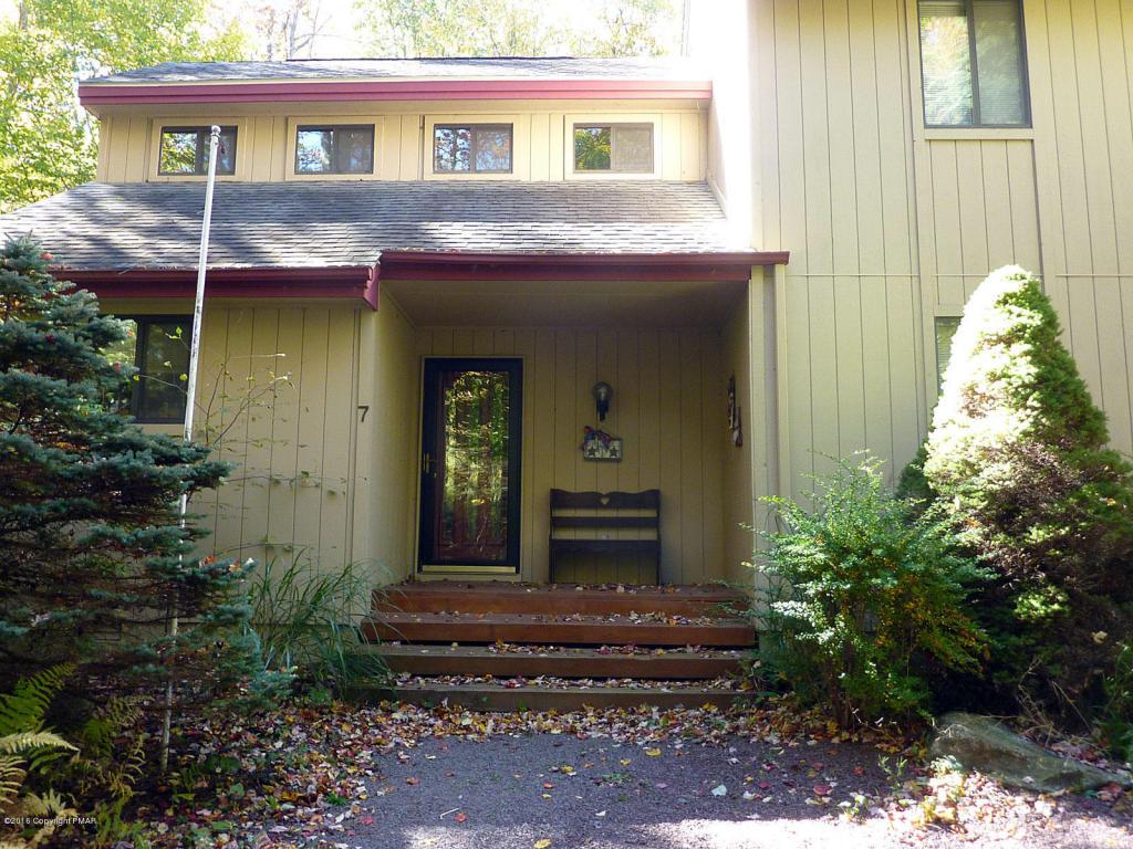 1115 Greenhill Rd, Pocono Pines, PA 18350