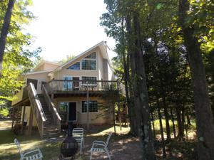 1185 Arrowhead Dr, Pocono Lake, PA 18347