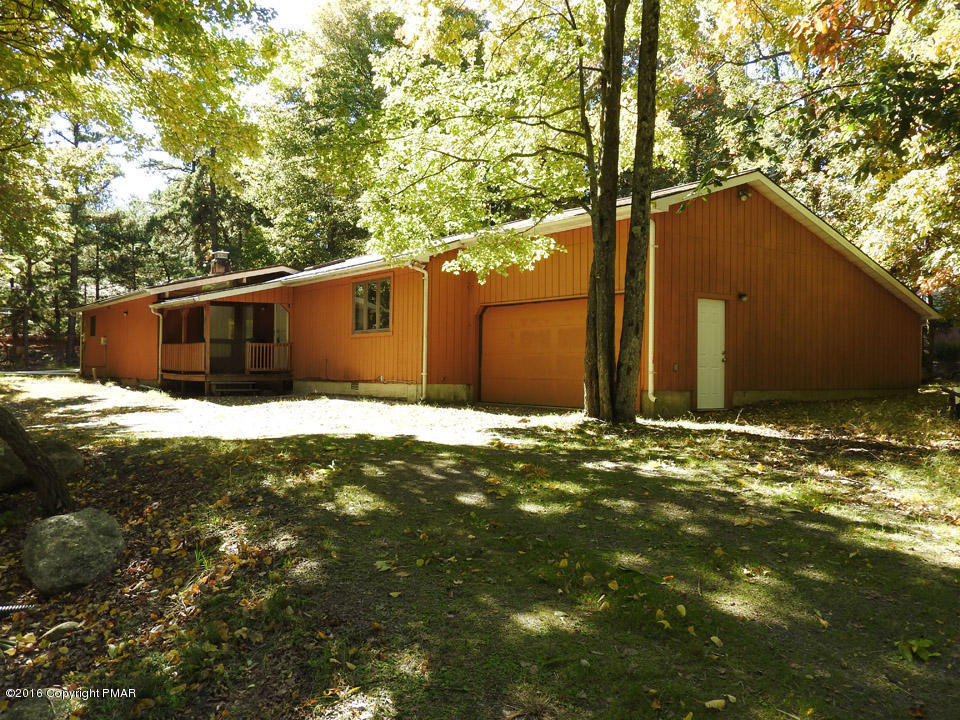 6 Hickory Road, Lake Harmony, PA 18624