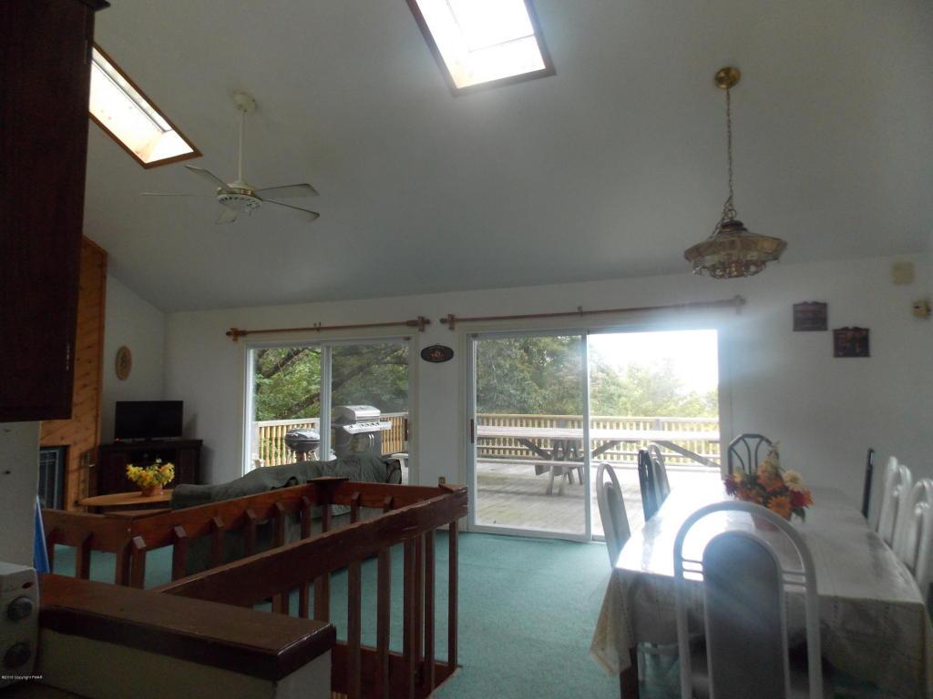 47 Skye Dr, Lake Harmony, PA 18624