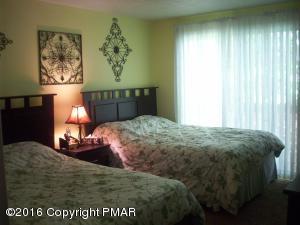 342 Arapaho Dr, Pocono Lake, PA 18347