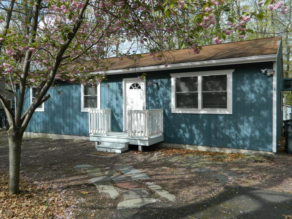 1313 Burnside Ter, East Stroudsburg, PA 18301