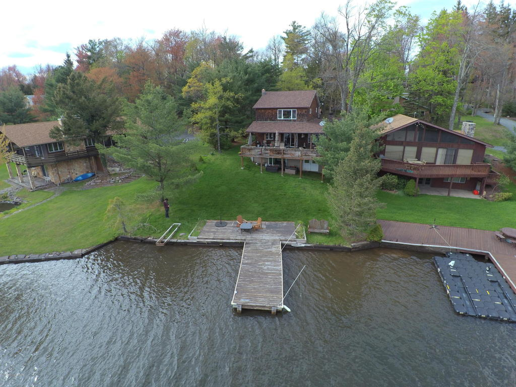 305 North Lake Drive (lakefront), Lake Harmony, PA 18624