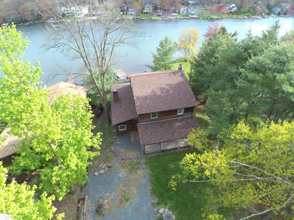 305 North Lake Drive (lakefront), Lake Harmony, PA 18624