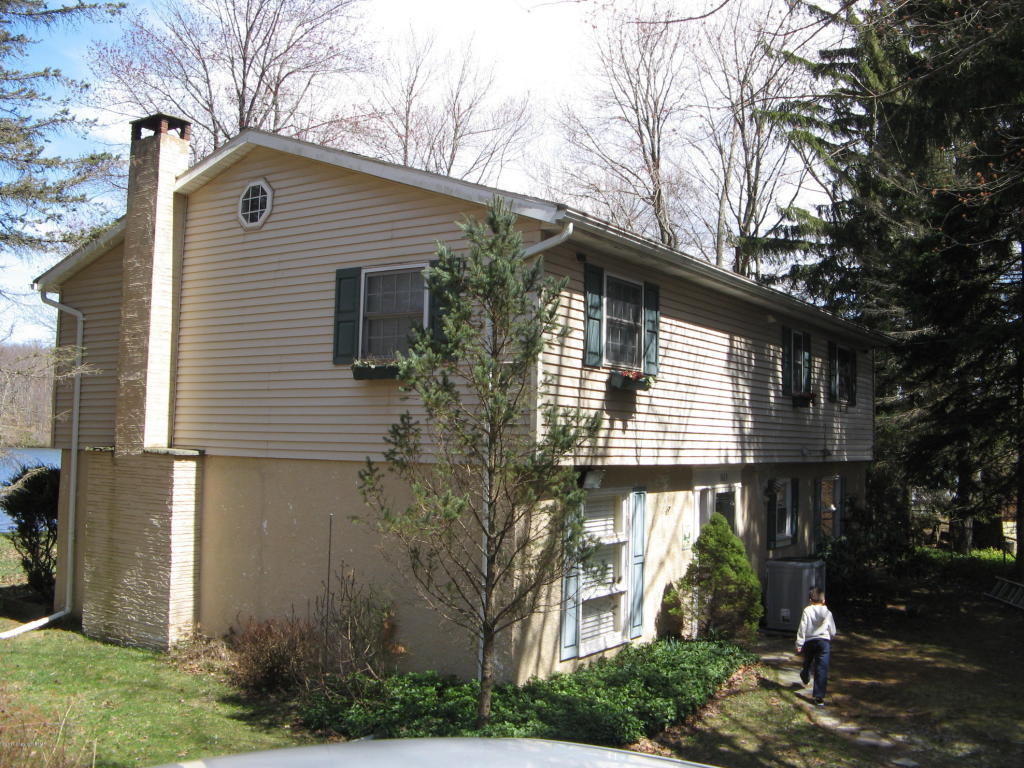 942 West Ave, Bear Creek, PA 18702