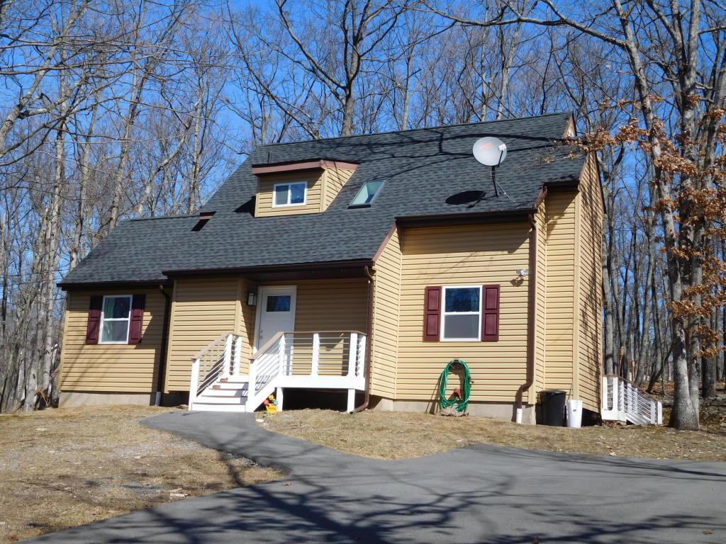 1255 Kensington Dr, East Stroudsburg, PA 18301