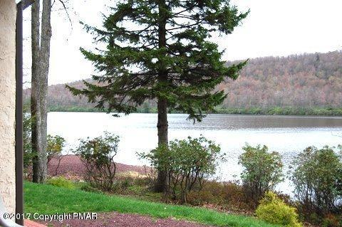 201 Midlake Dr, Lake Harmony, PA 18624