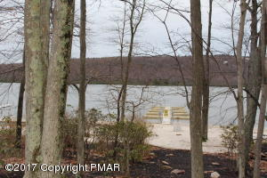 36 Mountainwoods Dr, Lake Harmony, PA 18624