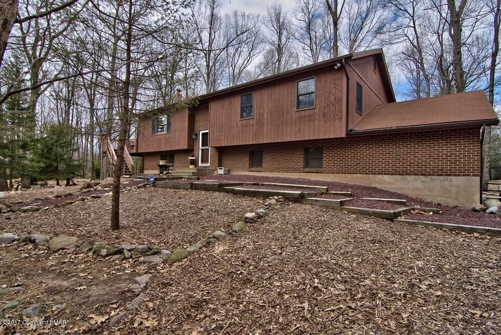 49 Forest Dr, Lake Harmony, PA 18624