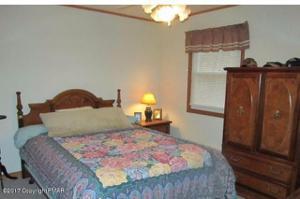 53 Hillyer Ln, Albrightsville, PA 18210