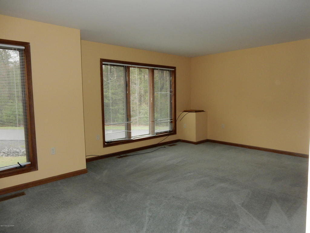 107 Osprey Court, East Stroudsburg, PA 18301