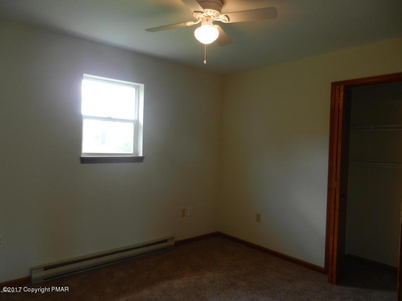 2264 Suburban Lane, Effort, PA 18330