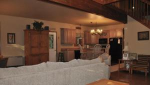 60 Red Oak Rd, Lake Harmony, PA 18624