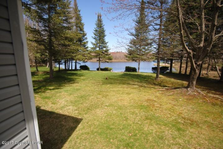 1399 Arrowhead Dr, Pocono Lake, PA 18347