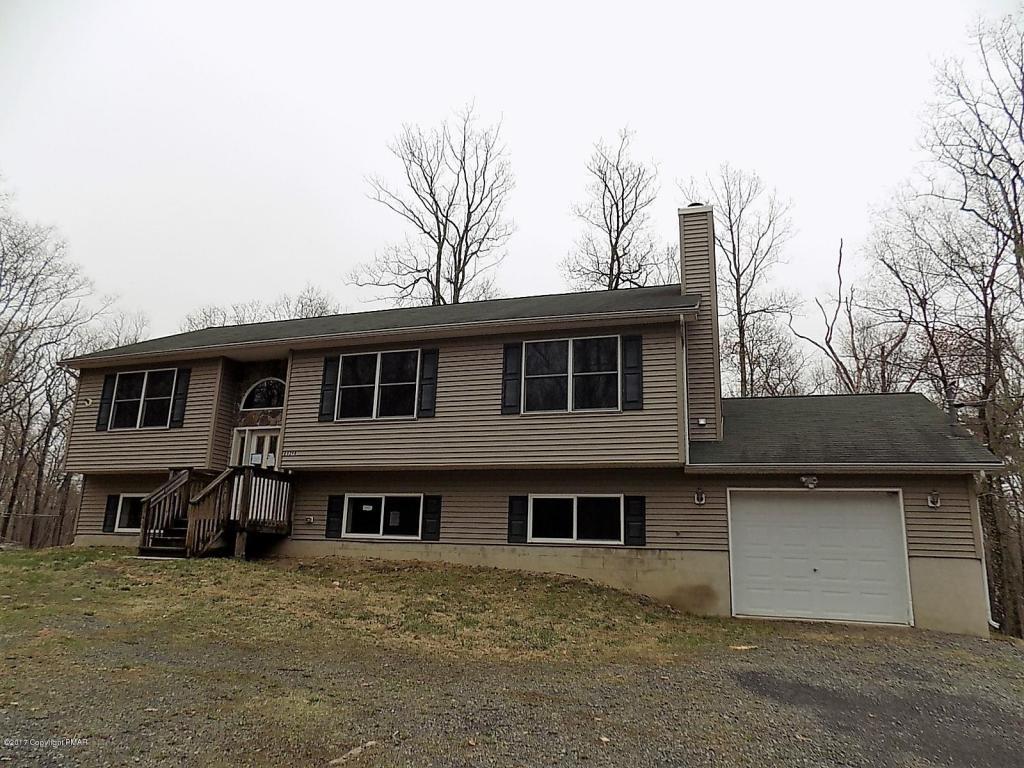 6327 Racoon Ln, East Stroudsburg, PA 18302