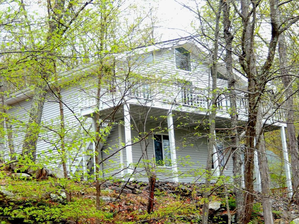108 Sterling Cir, Bushkill, PA 18324