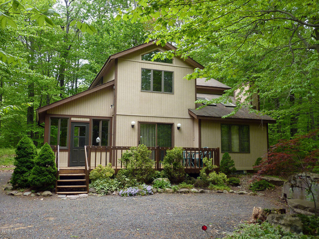 135 Gross Dr, Pocono Pines, PA 18350