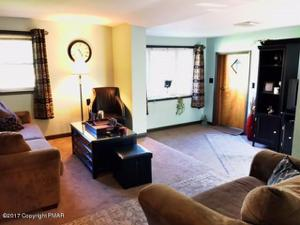 126 Whispering Acres Ln, Wind Gap, PA 18091